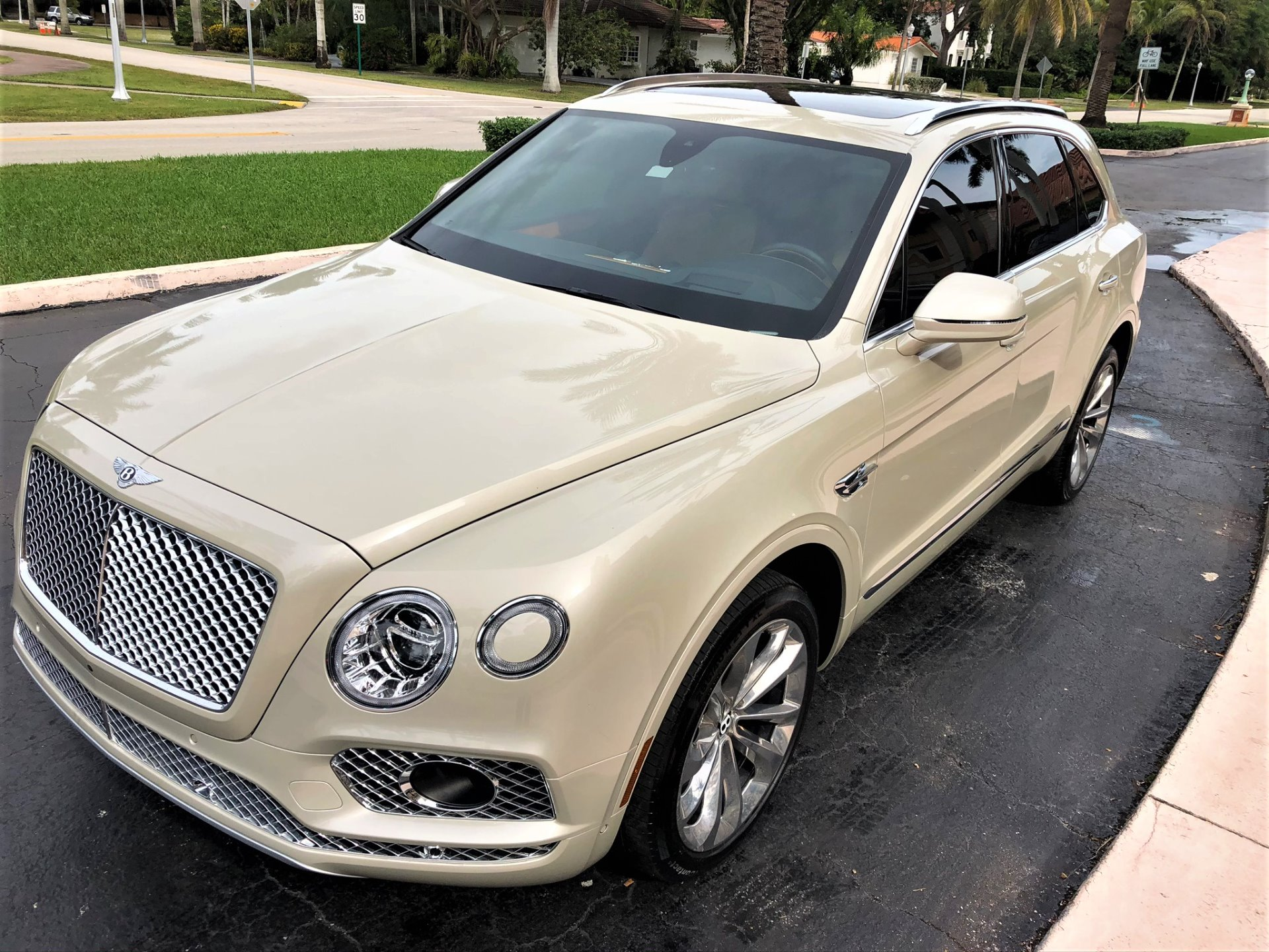 Used 2017 Bentley Bentayga W12 for sale $144,850 at The Gables Sports Cars in Miami FL 33146 4